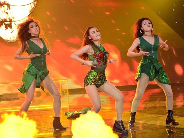 """Hoàng Thùy Linh khoe vũ đạo """"nóng bỏng"""" trên sân khấu The Remix ảnh 9"""