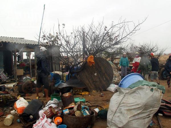 Phú Yên: Triều cường uy hiếp khu dân cư, tàn phá bến sửa chữa tàu cá ảnh 3