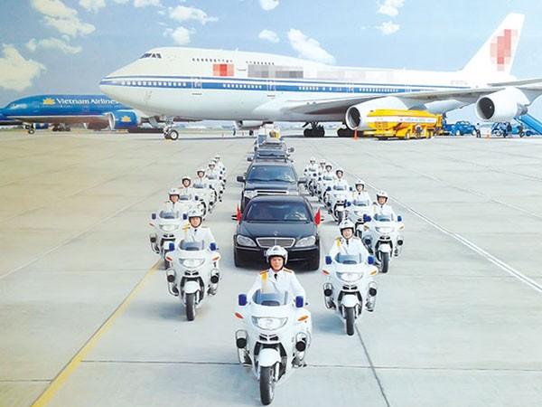 """Những """"kỵ binh"""" bảo vệ khách VIP trên đường ảnh 2"""