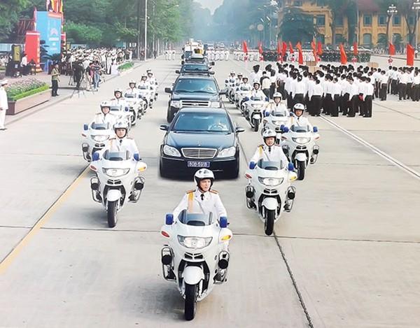 """Những """"kỵ binh"""" bảo vệ khách VIP trên đường ảnh 1"""