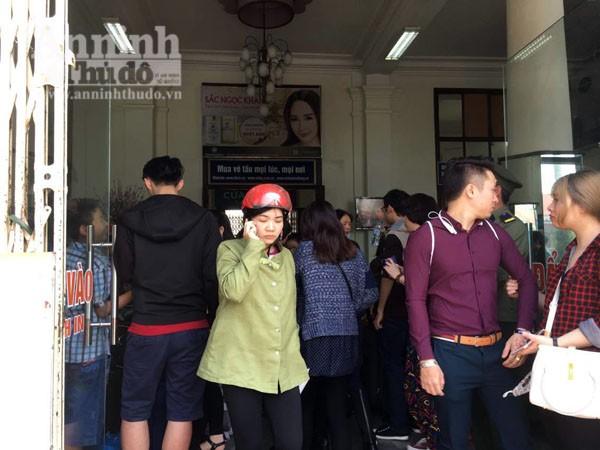Người dân Hải Phòng ùn ùn ra ga tàu, đổ về Hà Nội ảnh 6