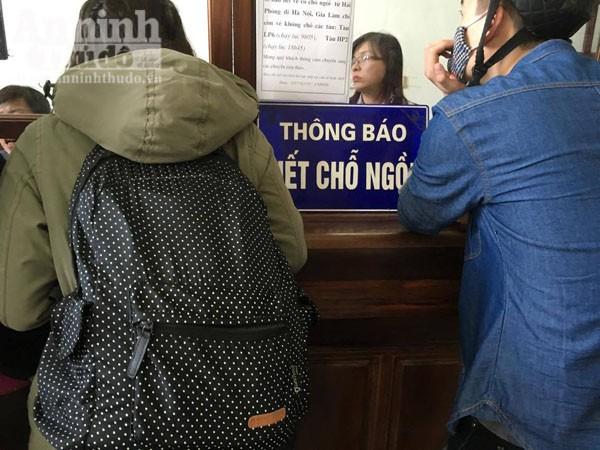 Người dân Hải Phòng ùn ùn ra ga tàu, đổ về Hà Nội ảnh 4