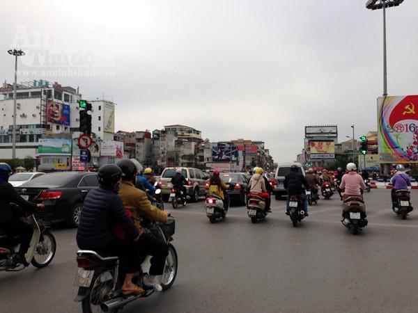 Đường phố Hà Nội thông thoáng trong ngày làm việc đầu tiên của năm mới Bính Thân ảnh 3