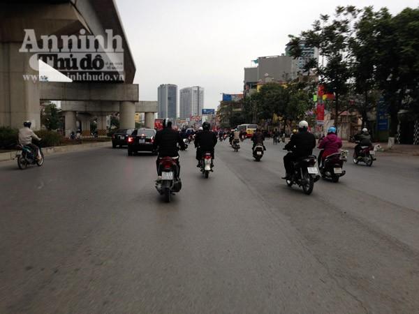 Đường phố Hà Nội thông thoáng trong ngày làm việc đầu tiên của năm mới Bính Thân ảnh 2