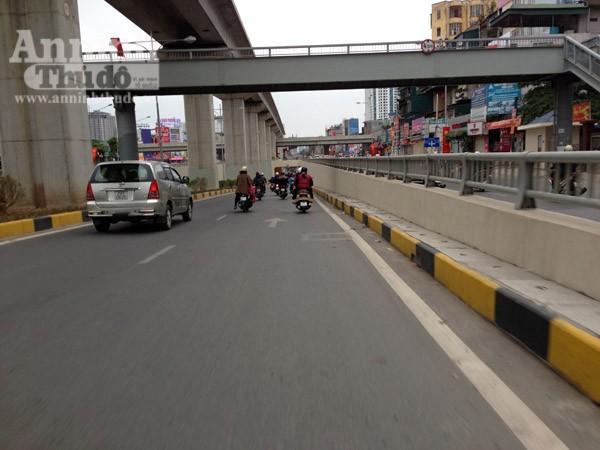 Đường phố Hà Nội thông thoáng trong ngày làm việc đầu tiên của năm mới Bính Thân ảnh 1