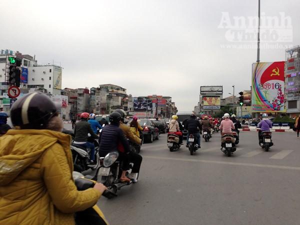 Đường phố Hà Nội thông thoáng trong ngày làm việc đầu tiên của năm mới Bính Thân ảnh 4