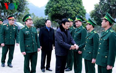 Chủ tịch nước dâng hương tưởng nhớ liệt sĩ bảo vệ biên giới phía Bắc ảnh 3