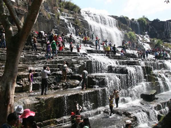 Audio 29-2-2016: Một du khách nước ngoài tử vong tại thác Pongour, tỉnh Lâm Đồng ảnh 1