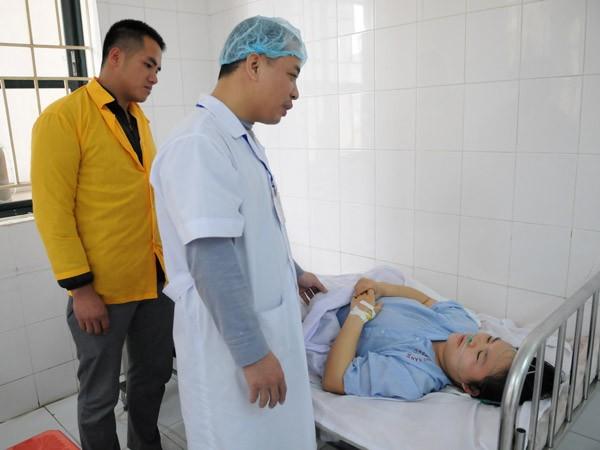 Mổ cấp cứu tại nhà trong đêm, cứu sống bệnh nhân nguy kịch bị vỡ thai ngoài tử cung ảnh 1