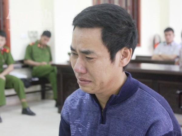 Đối tượng Hoàn khóc nức nở trong giờ nghị án