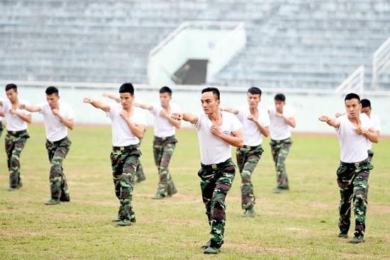 """Bộ đội biên phòng Việt Nam thể hiện khả năng """"mình đồng, da sắt"""" ảnh 1"""