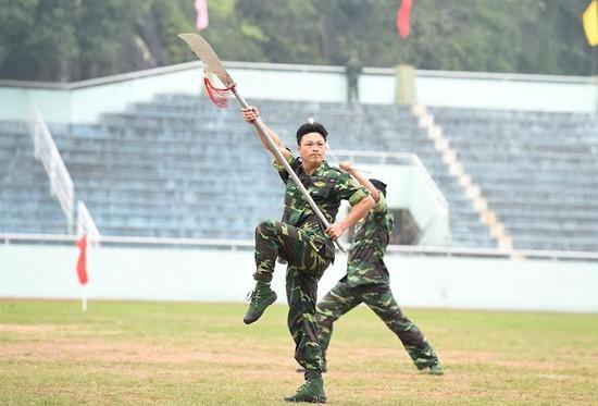 """Bộ đội biên phòng Việt Nam thể hiện khả năng """"mình đồng, da sắt"""" ảnh 3"""