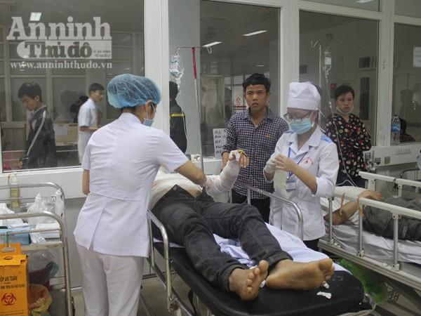 Các bệnh nhân bị bỏng đang được cấp cứu ở bệnh viện hữu nghị đa khoa Nghệ An