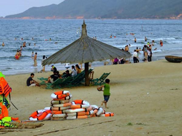 """Du lịch biển Hà Tĩnh """"hút khách"""" trở lại ảnh 1"""
