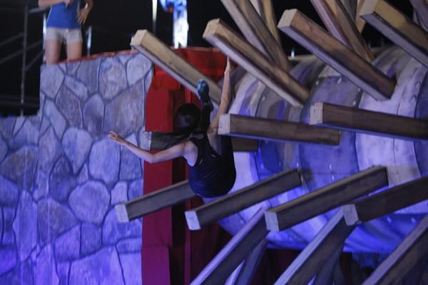 """Nhã Phương đọ sức cùng Diễm My 9x trong gameshow """"nguy hiểm"""" Sasuke ảnh 7"""
