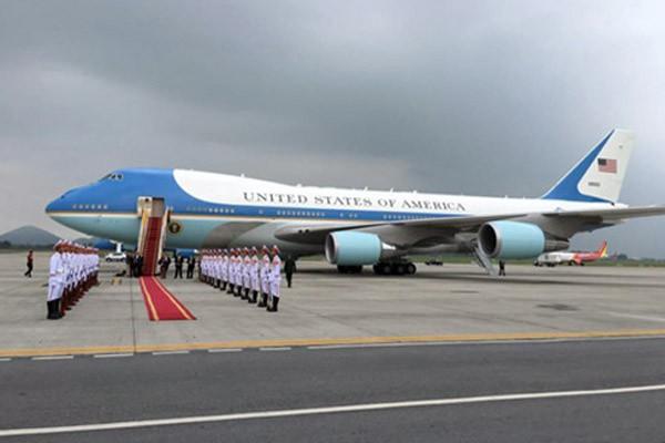 Tổng thống Obama dừng chân trú mưa tại làng Mễ Trì trước khi bay vào TP.HCM ảnh 5