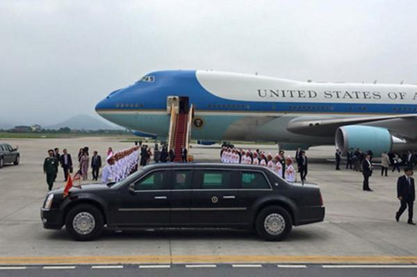 Tổng thống Obama dừng chân trú mưa tại làng Mễ Trì trước khi bay vào TP.HCM ảnh 10