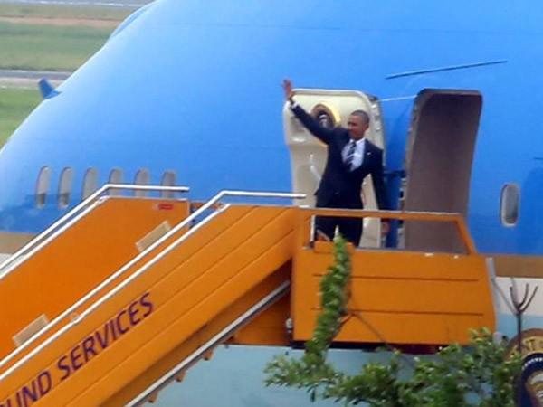 Tổng thống Obama dừng chân trú mưa tại làng Mễ Trì trước khi bay vào TP.HCM ảnh 11