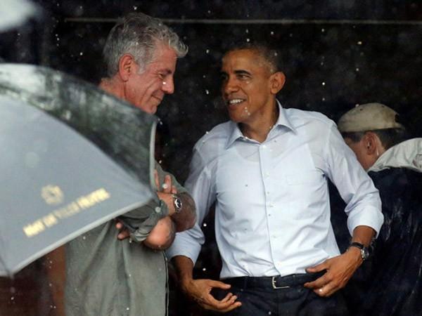 Tổng thống Obama dừng chân trú mưa tại làng Mễ Trì trước khi bay vào TP.HCM ảnh 2