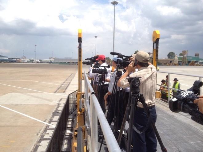 Tổng thống Obama dừng chân trú mưa tại làng Mễ Trì trước khi bay vào TP.HCM ảnh 9