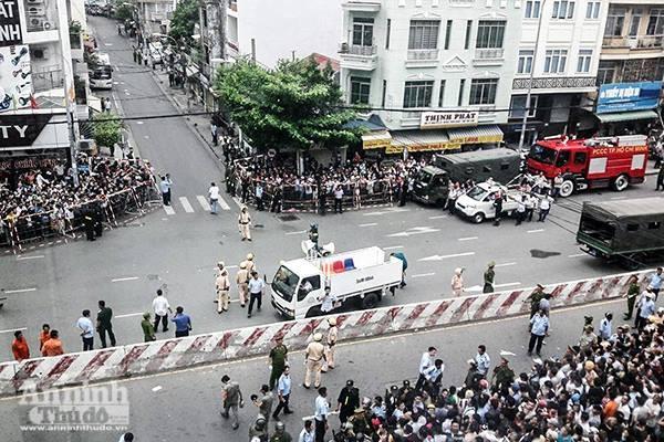 Người dân TP.HCM háo hức đón Tổng thống Mỹ Obama thăm chùa Ngọc Hoàng ảnh 5