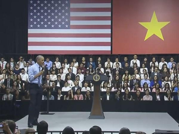 Nói chuyện với 800 thanh niên ở TP.HCM, ông Obama tin tưởng thế hệ trẻ có thể thay đổi thế giới