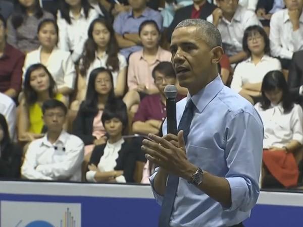 Tổng thống Mỹ Barack Obama trò chuyện với nhóm thủ lĩnh trẻ YSEALI