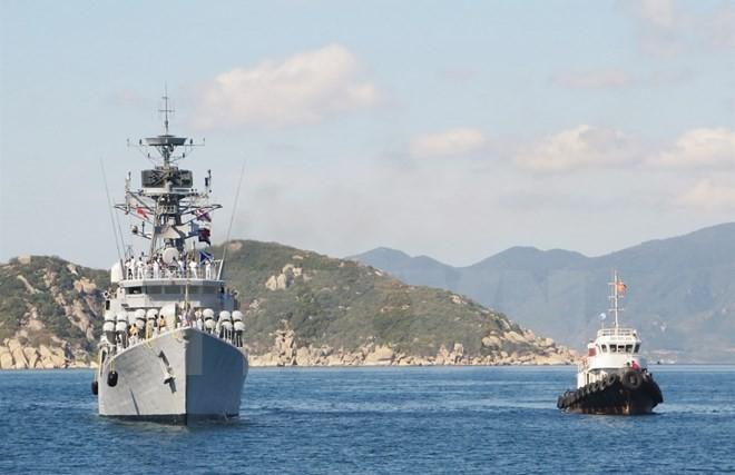 Tàu INS KIRCH vào cập Cảng quốc tế Cam Ranh, Khánh Hòa. (Ảnh: TTXVN)