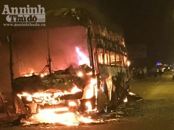 Hiện trường vụ cháy xe khách tại Quảng Nam