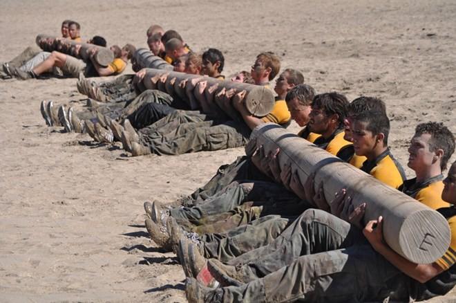 Ứng viên SEAL tham gia chương trình huấn luyện cơ bản (Nguồn: Daily Mail)