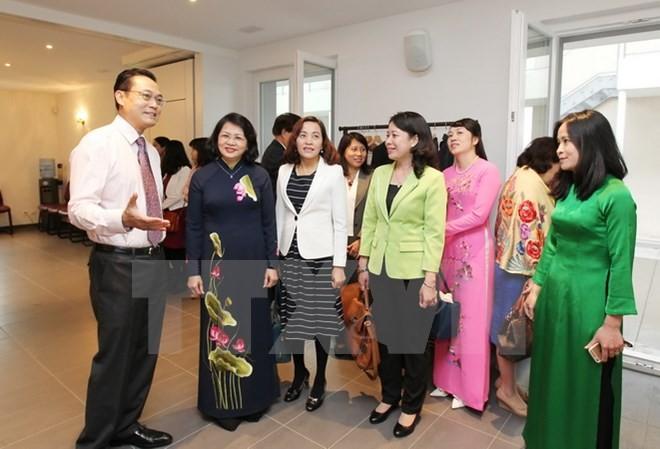 Phó Chủ tịch nước Đặng Thị Ngọc Thịnh gặp gỡ cán bộ, nhân viên Phái đoàn đại diện Thường trực Việt Nam tại Liên hợp quốc. (Ảnh: TTXVN)