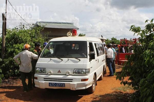 Các nạn nhân được đưa lên xe đi giám định pháp y