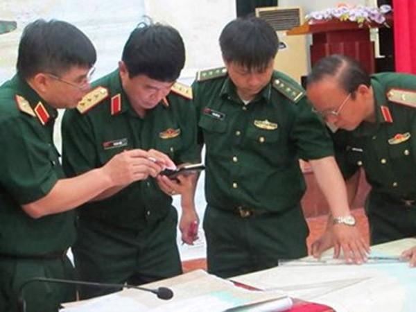 Lực lượng chức năng họp bàn phương án triển khai tìm kiếm