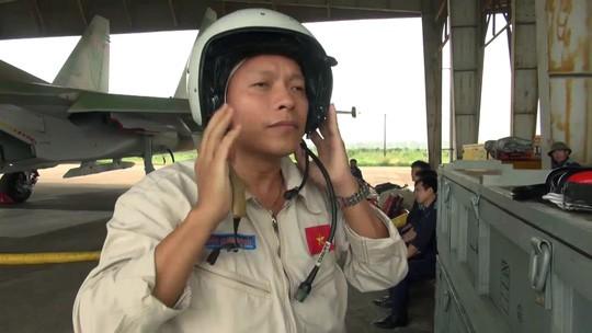 Thượng tá Trần Quang Khải là phi công dày dạn kinh nghiệm bay, có khả năng xử lý các tình huống phức tạp