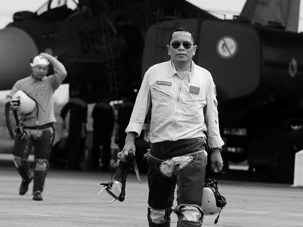 Đại tá phi công Trần Quang Khải hi sinh trong khi thực hiện nhiệm vụ huấn luyện bay trên vùng biển Đảo Mắt, Nghệ An hôm 14-6