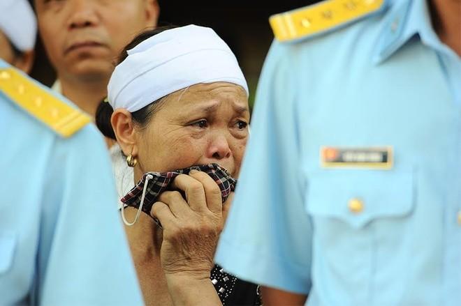 Nỗi đau quá lớn khiến vợ Đại tá Khải không thể nói thành lời