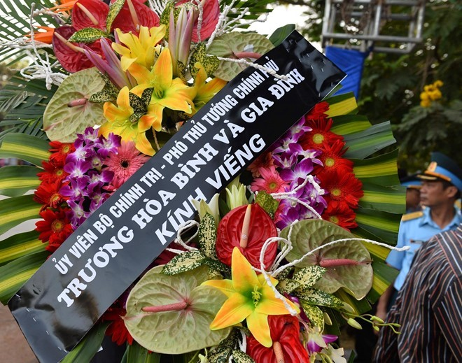 Vòng hoa của Phó Thủ tướng Trương Hòa Bình và gia đình gửi viếng Đại tá Khải (Ảnh: VNN)