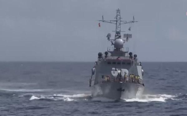 Cũng trong ngày 23-6, 3 tàu SAR số hiệu 211, 411, 273 vẫn tiếp tục tìm kiếm quanh khu vực phát hiện các mảnh vỡ của máy bay CASA 212 số hiệu 8983. Hiện các tàu SAR cũng chưa thu được nhiều kết quả trong việc tìm kiếm