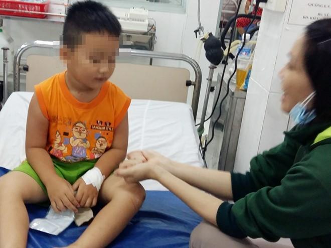 Bé trai 5 tuổi, con chị Khoe đã qua cơn nguy kịch (Ảnh: Zing)