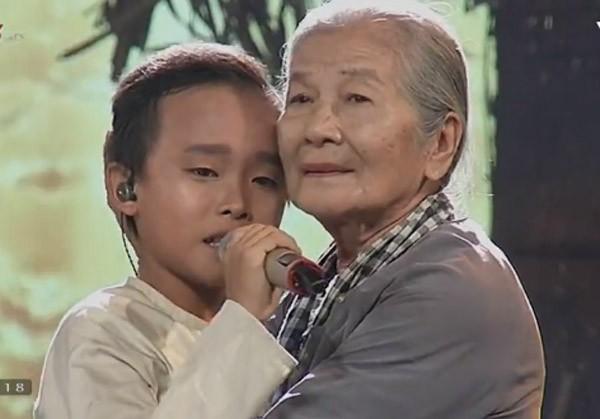 """Cậu bé """"hát đám cưới"""" Hồ Văn Cường xuất sắc trở thành quán quân Vietnam Idol kids ảnh 30"""