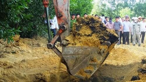 Rác thải do công ty Fomosa chôn lấp bị phát hiện
