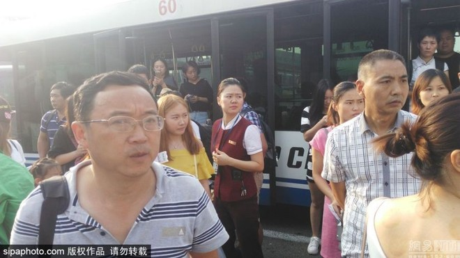Chậm chuyến 3 giờ, hành khách từ chối lên máy bay