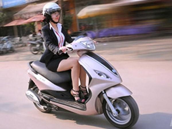 Nhiều người Việt mắc sai lầm khi điều khiển xe tay ga (Ảnh minh họa: Internet)
