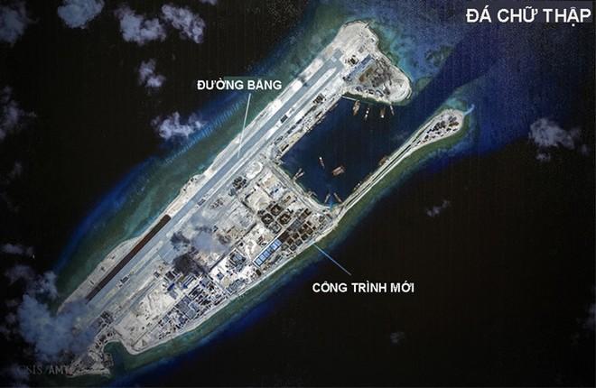 Hình ảnh vệ tinh cho thấy đường băng phi pháp Trung Quốc xây trên Đá Chữ Thập thuộc quần đảo Trường Sa của Việt Nam (Ảnh: CSIS/Reuters)