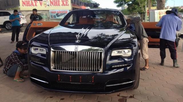"""Chiếc Rolls Royce Dawn mui trần tuyệt đẹp về Việt Nam dạng """"quà biếu tặng"""" cho một doanh nghiệp nhập khẩu xe tư nhân Hải Phòng."""