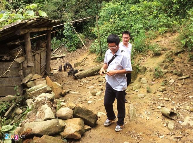 Hiểm trở lối lên căn nhà có 4 người bị giết ở Lào Cai ảnh 6
