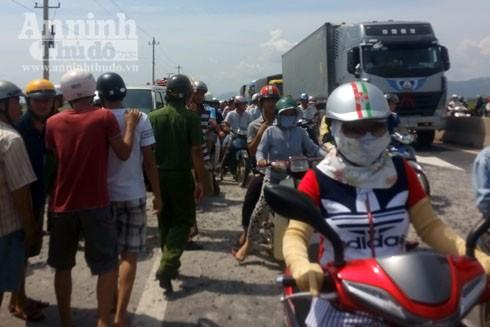 Máy bay rơi ở Phú Yên: Thêm hình ảnh công tác cứu hộ, cứu nạn tại hiện trường ảnh 7