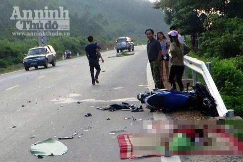 Hiện trường nơi xảy ra vụ va chạm khiến 1 người tử vong, 1 người nguy kịch