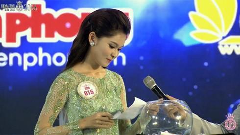 Đào Thị Hà - ứng viên sáng giá ngôi vị Hoa hậu Việt Nam trả lời ứng xử lạc đề ảnh 2
