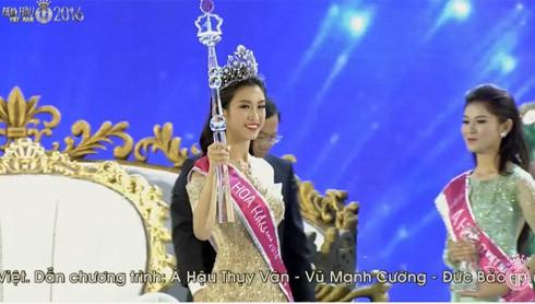 Khoảnh khắc đăng quang đầy xúc động của tân Hoa hậu Việt Nam 2016